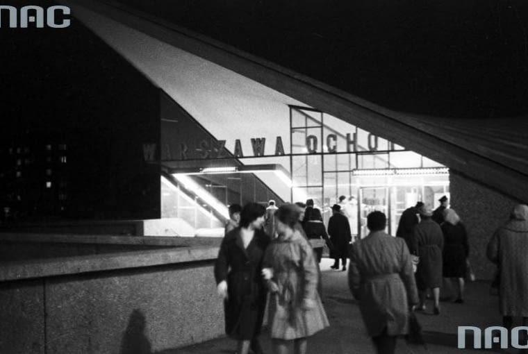 Jedna ze stacji kolei średnicowej - Warszawa Ochota