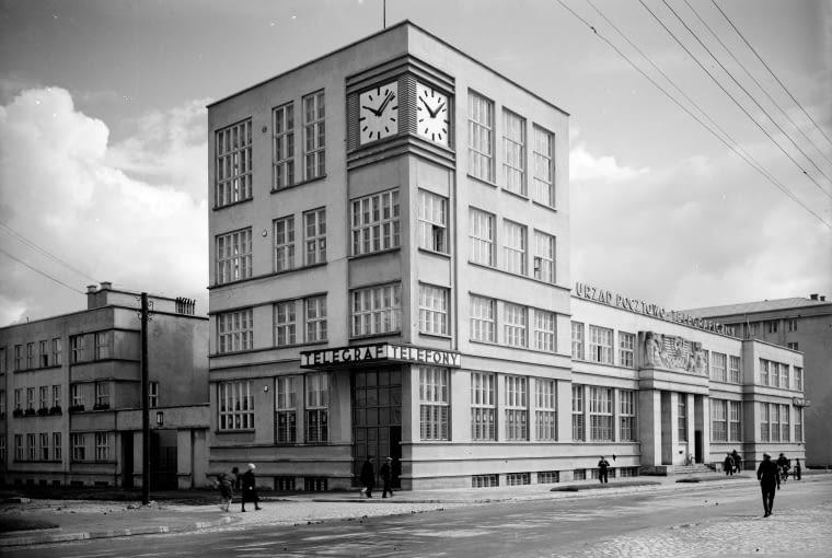 Gmach Urzędu Pocztowo-Telegraficznego przy ul. 10 Lutego 10 w Gdyni, 1929, proj. Julian Puterman-Sadłowski i Antoni Miszewski