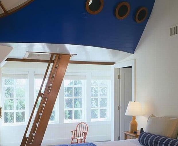 Antresola jak kapitański mostek Kapitalny pomysł do pokoju dziecka lub nastolatka - w podwieszonej antresoli w kształcie kadłuba statku można się schować przed każdym rodzinnym sztormem.