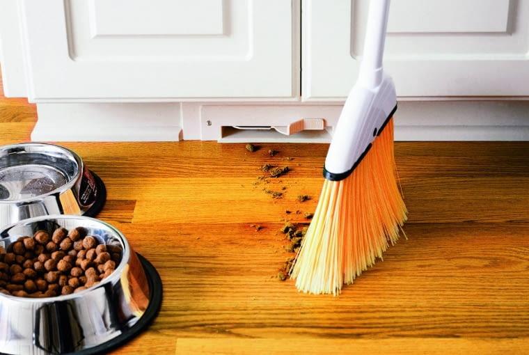 Automatyczna szufelka pozwoli błyskawicznie sprzątnąć śmieci
