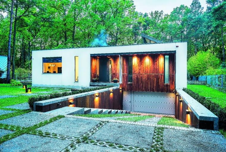 464 m2 - powierzchnia użytkowa, 2500 m2 - powierzchnia działki