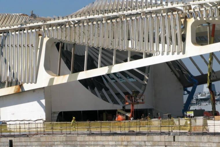 Muzeum Jutra w Rio The Janeiro - prace budowlane zdjęcie dzięki uprzejmości Paula Clemence'a, link do strony z jego zdjęciami architektury powyżej.