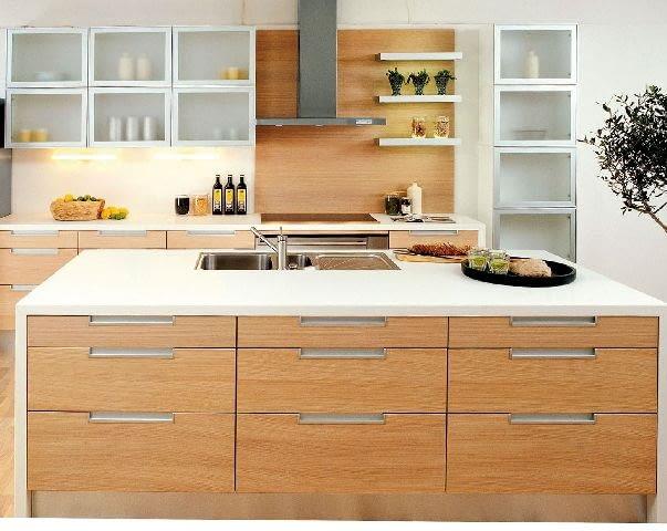 Panele fornirowane są zwykle wykończone pod kolor frontów szafek.