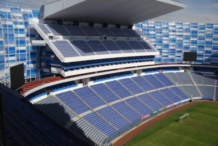 Estadio Cuauhtémoc, Puebla - Meksyk (III nagroda w głosowaniu internautów, VI nagroda w głosowaniu jury) - Zmieniło się także wnętrze - największą zmianą było tutaj dobudowanie górnego poziomu zadaszonych trybun za bramkami, dzięki czemu stadion zwiększył swoją pojemność do blisko 52 000 miejsc.