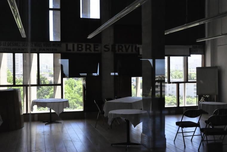 Jednostka Marsylska, proj. Le Corbusier - jeden z lokali użytkowych