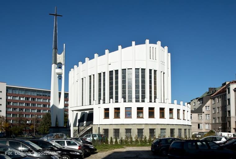 Kościół pw. Matki Boskiej Nieustającej Pomocy i św. Piotra Rybaka, ul. Portowa 2