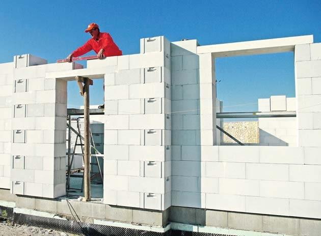 budowa domu, ściany zewnętrzne, materiały budowlane