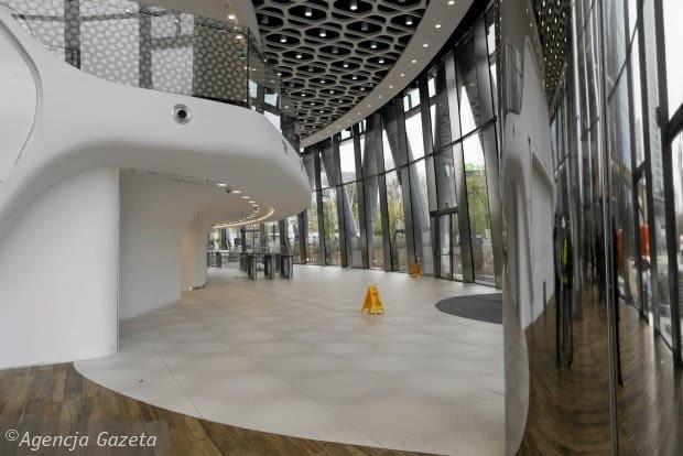 Wnętrza lobby biurowca Warsaw Spire. Projekt: Mac Stopa/Massive design.