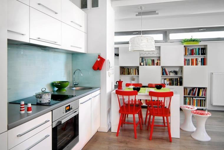 mieszkanie, aneks kuchenny, meble kuchenne, białe wnętrza