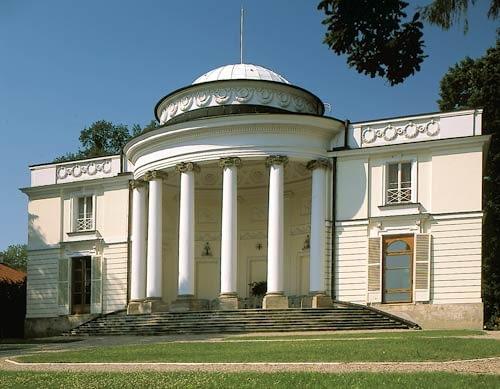 Park Natolin w Warszawie. Pałac - elewacja ogrodowa