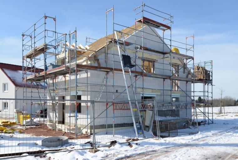 Bezpieczne prowadzenie robót budowlanych w okresie zimowym