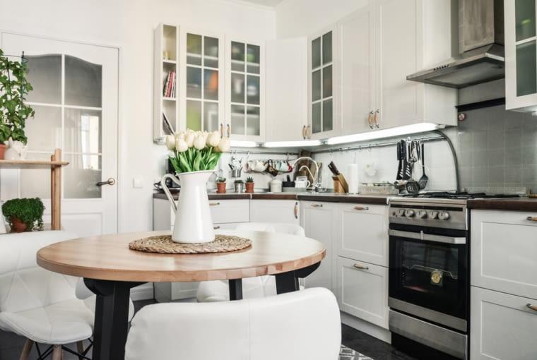 Kącik jadalny w niewielkiej kuchni