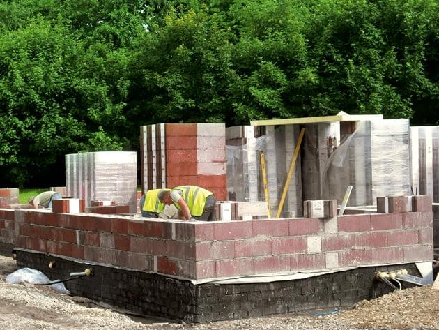 ściany jednowarstwowe, materiały budowlane, pustaki keramzytobetonowe