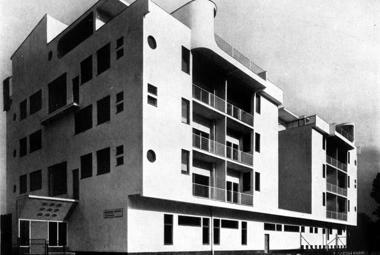 dom nr 7, wysokościowy dom czynszowy wielorodzinny, widok od placu rekreacyjnego, proj. Adolf Rading