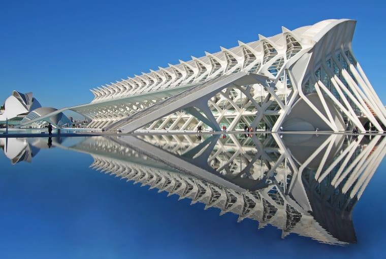 Jeden z budynków kompleksu City of Arts and Sciences w Walencji - Santiago Calatrava (2003)
