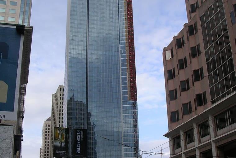 Wiezowiec Millennium Tower, San Francisco, końcowe prace budowlane w 2008