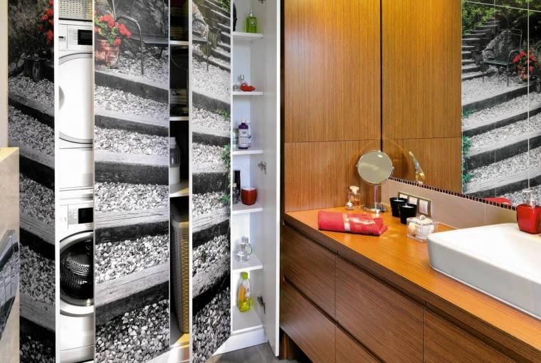 Łazienka ze schowkiem na pralkę, ściany w łazience, aranżacja łazienki