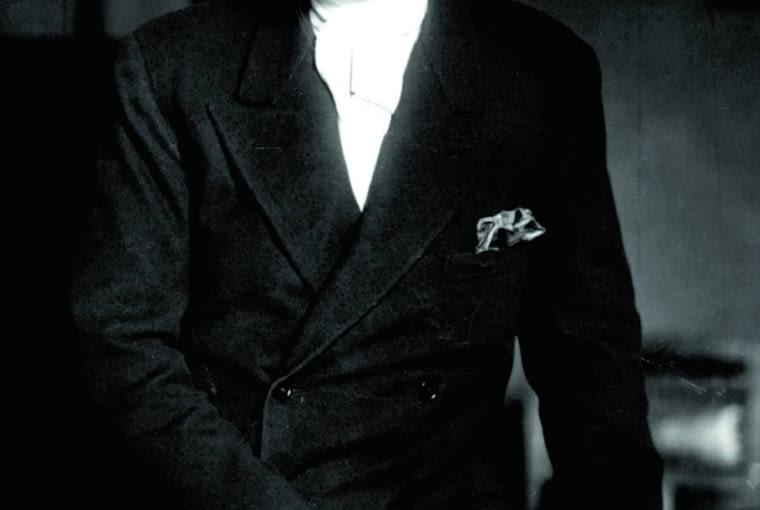 Imię: Philipp. Nazwisko: Rosenthal. Urodził się: w 1855 roku w Werl. Zmarł: w 1937 w Bonn. W 1879 roku zakłada pracownię malowania porcelany, a dziesięć lat później otwiera własną fabrykę. Z powodu żydowskiego pochodzenia po dojściu Hitlera do władzy musiał zrezygnować z prowadzenia firmy i wyemigrował do Anglii. W 1950 roku firmę przejął jego syn Philip Rosenthal Jr.