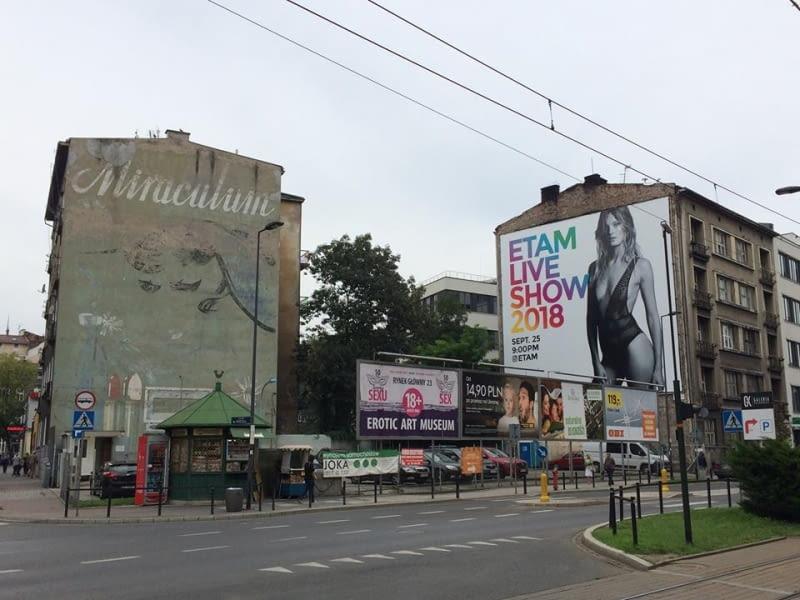 Mural Miraculum w Krakowie autorstwa Jana Suchowiaka