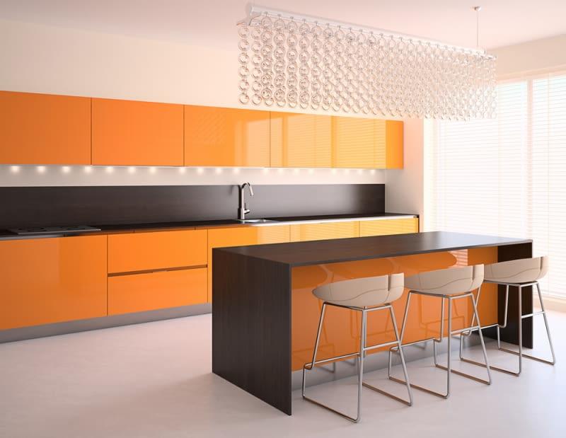 Pomarańcz pobudza do działania, ale też pozwala pozbyć się wszelkich negatywnych emocji.
