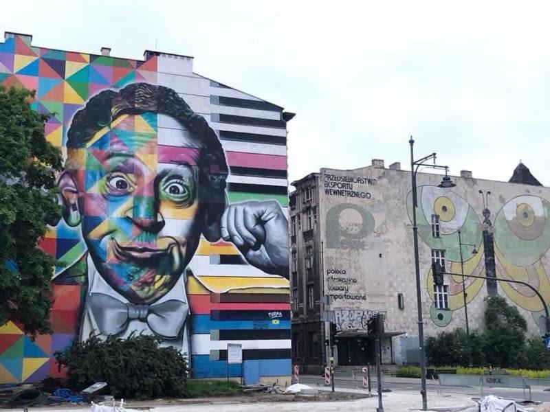 Łódzkie murale - z prawej strony mural reklamujący Pewex