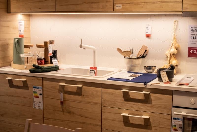 Gotowe meble kuchenne idealnie sprawdzą się w przypadku dużych wnętrz, które zaprojektowane zostały w standardowym wymiarze.