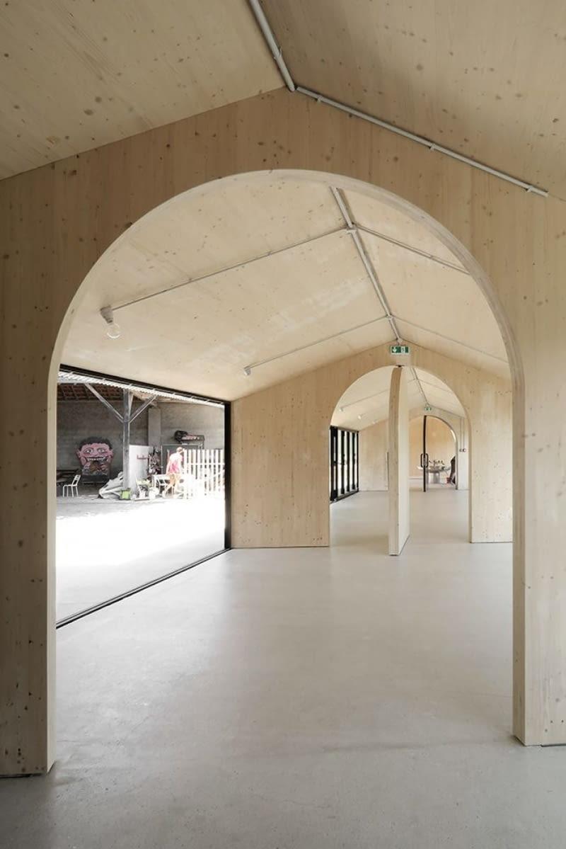 Stołówka szkolna w Montbrun-Bocage (Francja). Proj. BAST