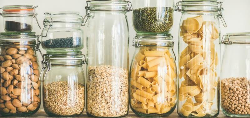 W kuchni warto zadbać o obecność ciekawych desek czy też pojemników