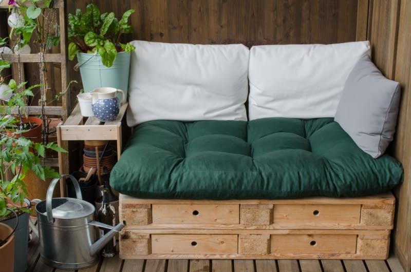 Pomysły na meble z drewnianych skrzynek