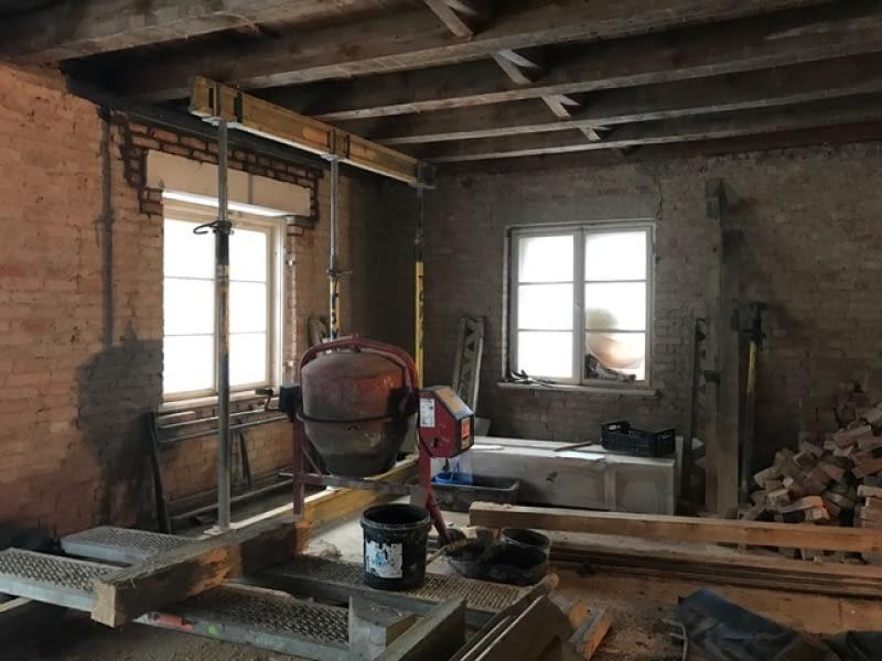 Wnętrza domu w trakcie przebudowy