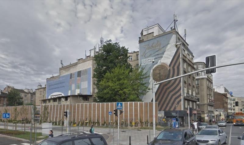 """Zamalowane murale """"Foton"""" i """"Jubiler"""" z ulicy Targowej."""