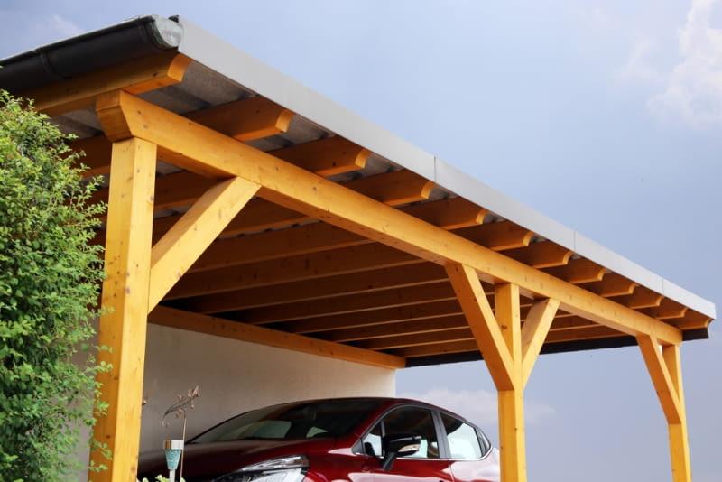 Konstrukcja nośna może być wykonana zarówno z drewna jak i ze stali. Konstrukcja drewniana jest dużo łatwiejsza do zamontowania. Jej wykonanie wymaga posiadania bali drewnianych o przekroju 8 czy też 10 cm.