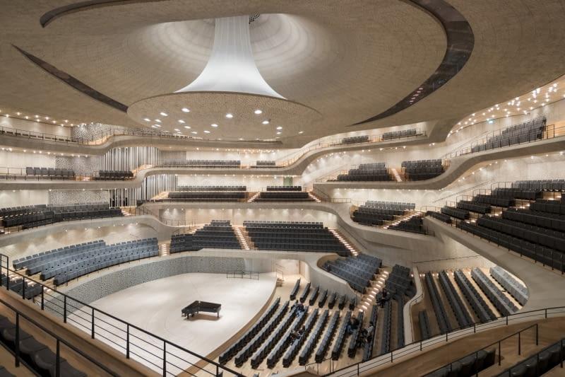 Wnętrze sali koncertowej filharmonii w Hamburgu