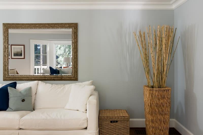 lustro - idealnie odmieni wnętrze salonu