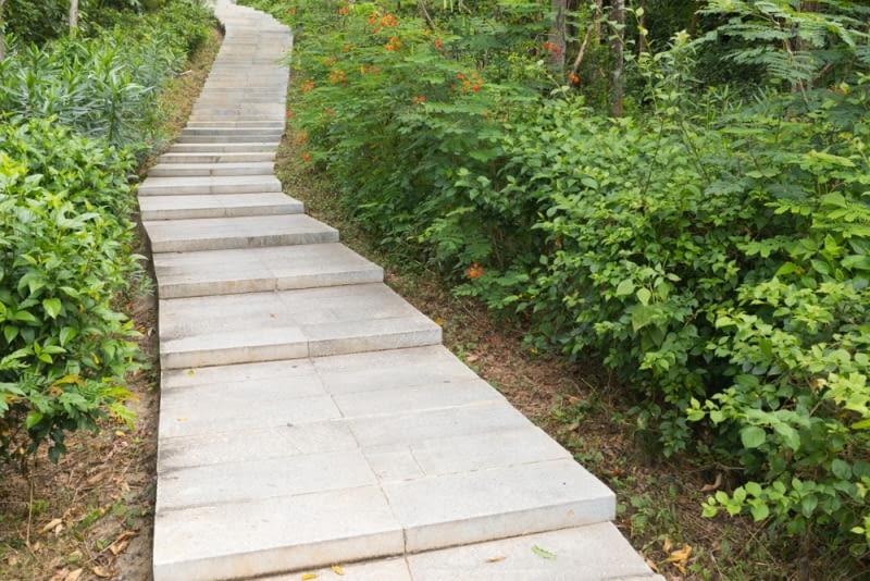 Stopnie blokowe: ciekawy sposób na schody zewnętrzne