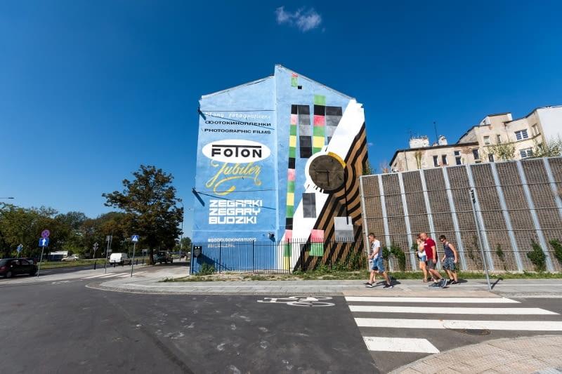 Mural zrealizowany przez Good Looking Studio przy ul. Zamoyskiego 29