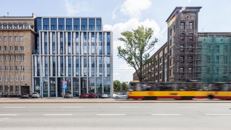 Nowogrodzka Square. Proj. HRA Architekci.