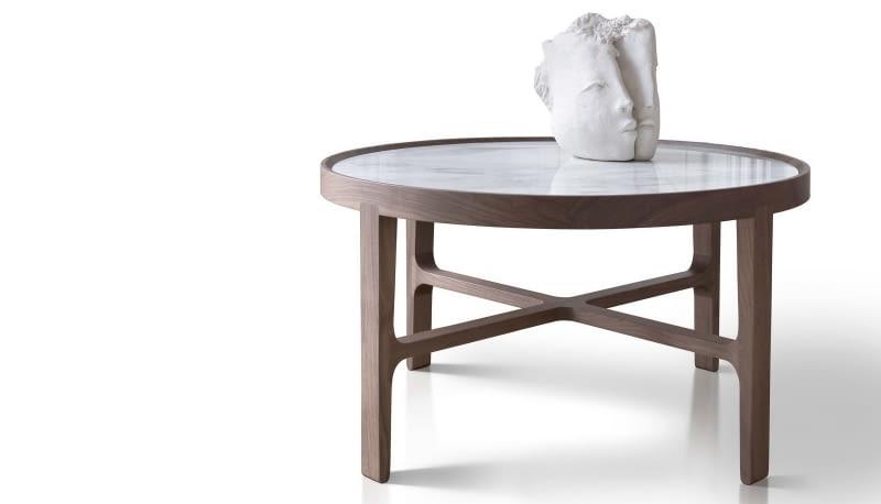 Rzeźba na marmurowym blacie - tak firma Alivar prezentuje swój nowy stolik Globe.