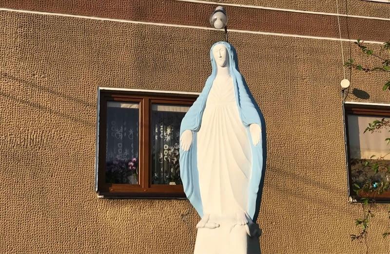 Figura Matki Boskiej w Woli Korzeniowej