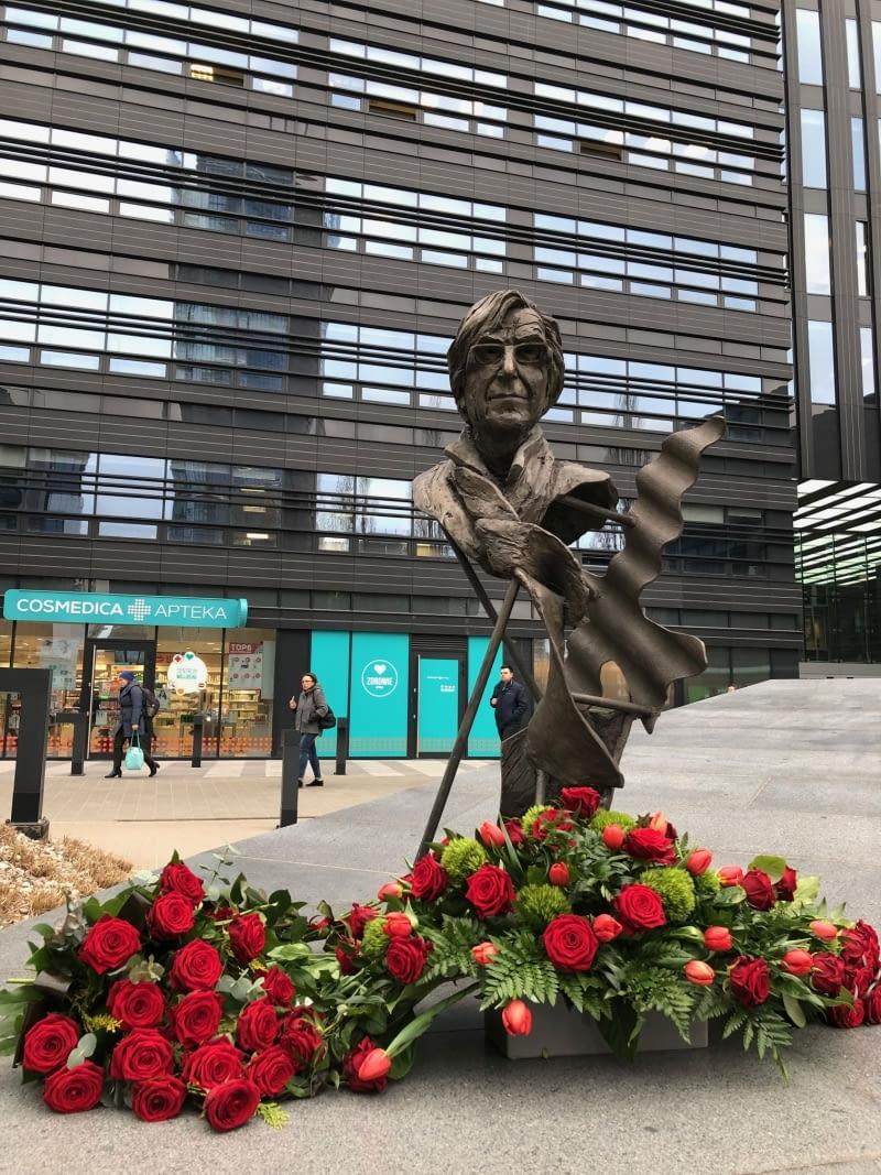Rzeźba Stefana Kuryłowicza autorstwa Krzysztofa M. Bednarskiego.