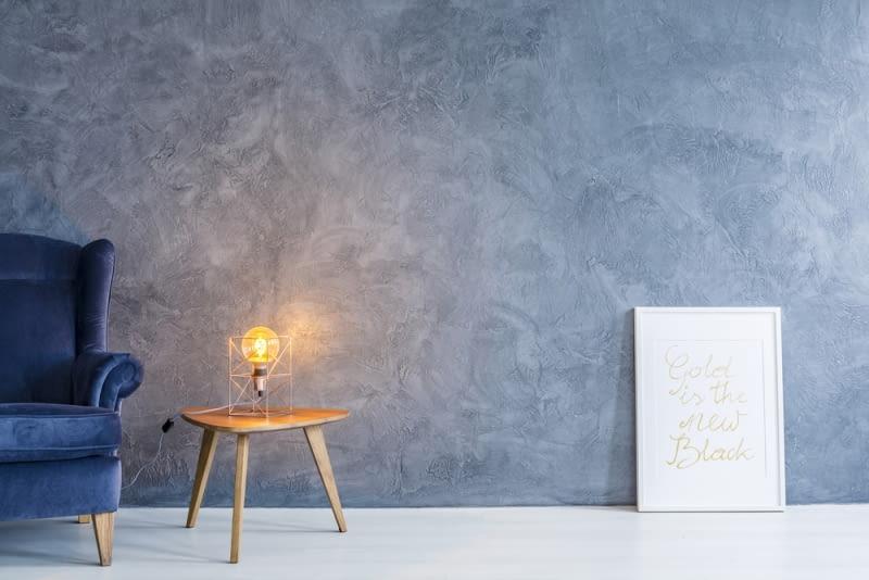 Można je wykorzystać zarówno w sypialni, jako lampkę nocną jak i w salonie, nadając mu klimatu.