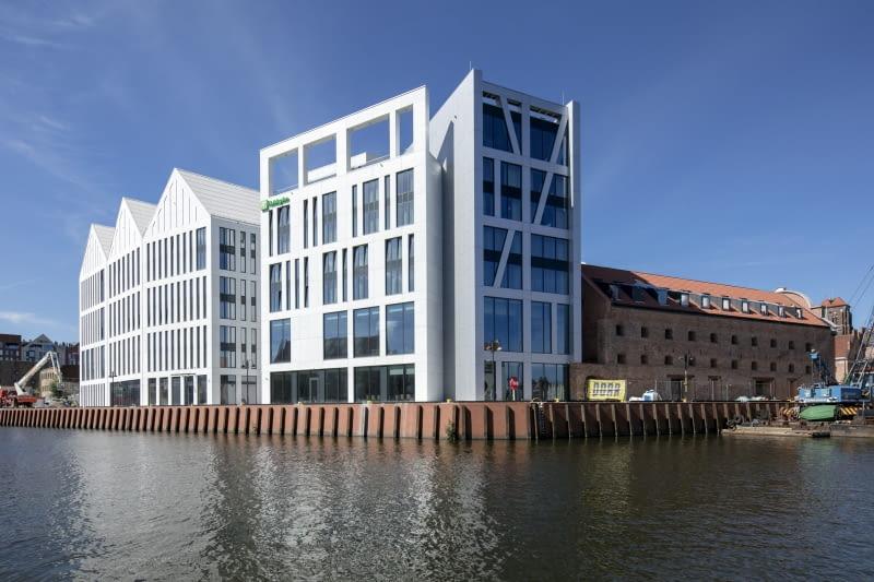 Hotel Holiday Inn w Gdańsku na Wyspie Spichrzów. Proj. RKW Architektur+