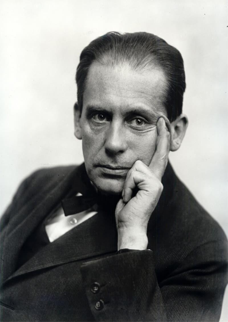 Walter Gropius - fotografia z 1919 roku.