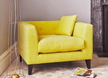 żółty fotel