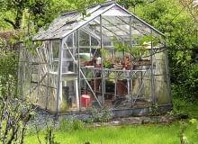 Budowa małej szklarni w ogrodzie wymaga zgłoszenia, ale lepiej skonsultować to z inspektorem wydziału architektury