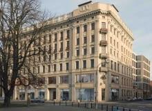 Budynek przy placu Małachowskiego