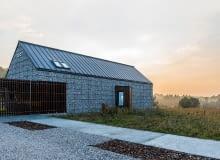 dom nowoczesny, gabiony, elewacja z gabionów, domy na wsi