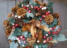 /Wreath decoration at door for Christmas holiday8BIM8BIMCCe