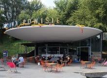 Klubokawiarnia działająca w pawilonie kas biletowych