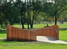 Piesze mostki w tyskim parku